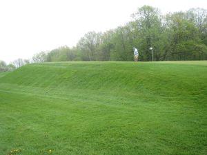 West Bend CC Hole 1: Par 4 (420/405/304/292)
