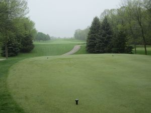 West Bend CC Hole 1: Par 4 (420/405/304/292)