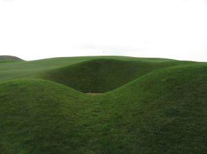Hole 9: Par 4 (344/316/288/276/250/220)