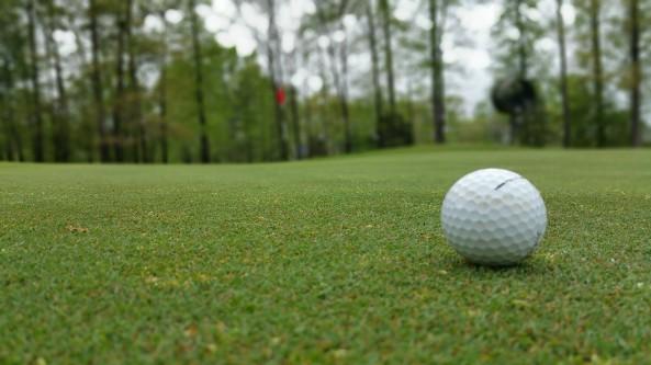 golfball-on-green