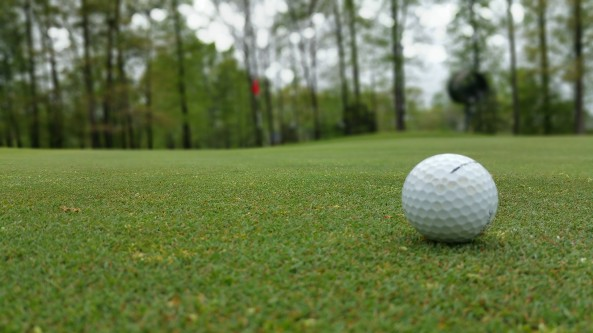 golfball-on-green